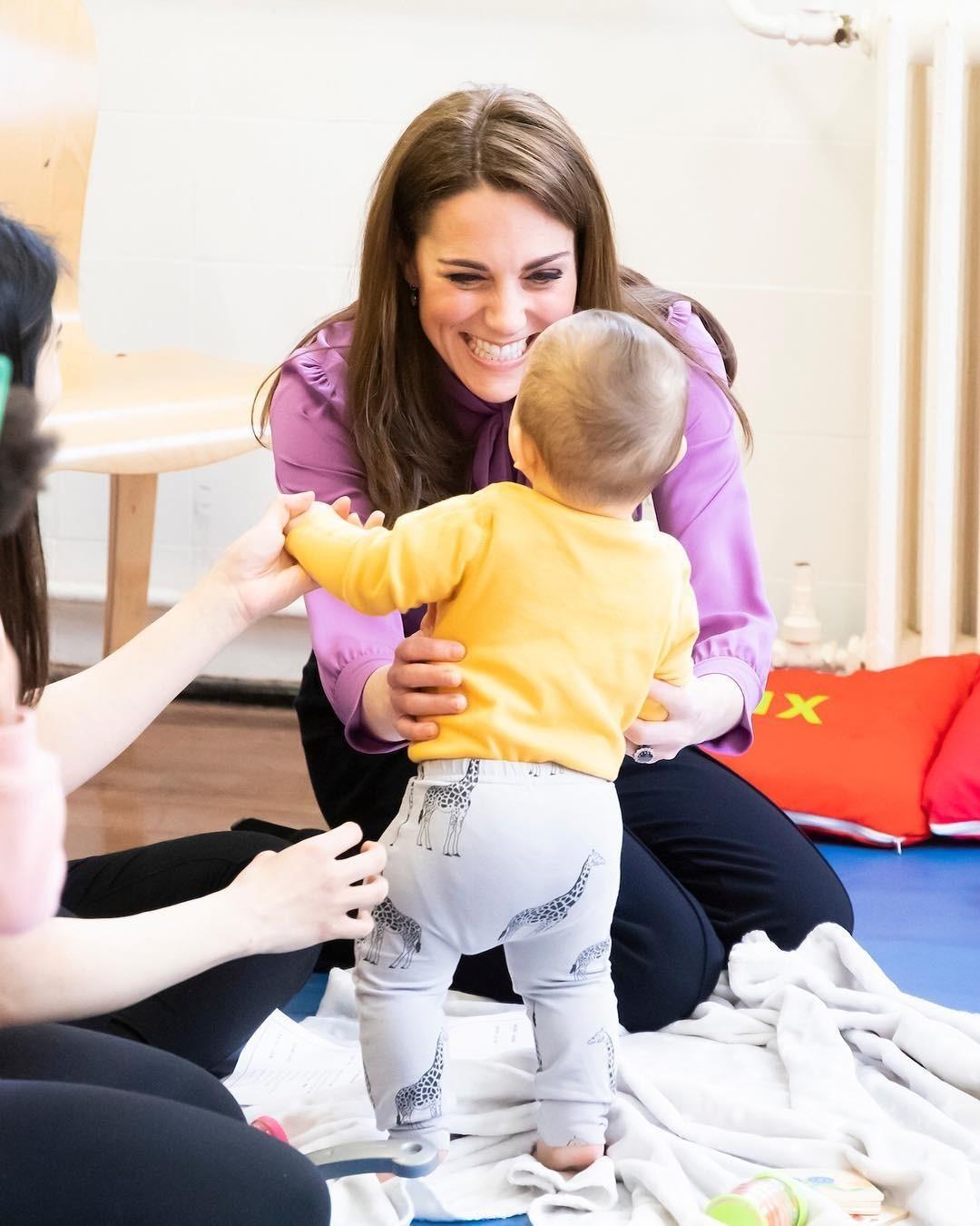 Кейт Миддлтон и принц Уильям опубликовали фото младшего сына в его первый день рождения