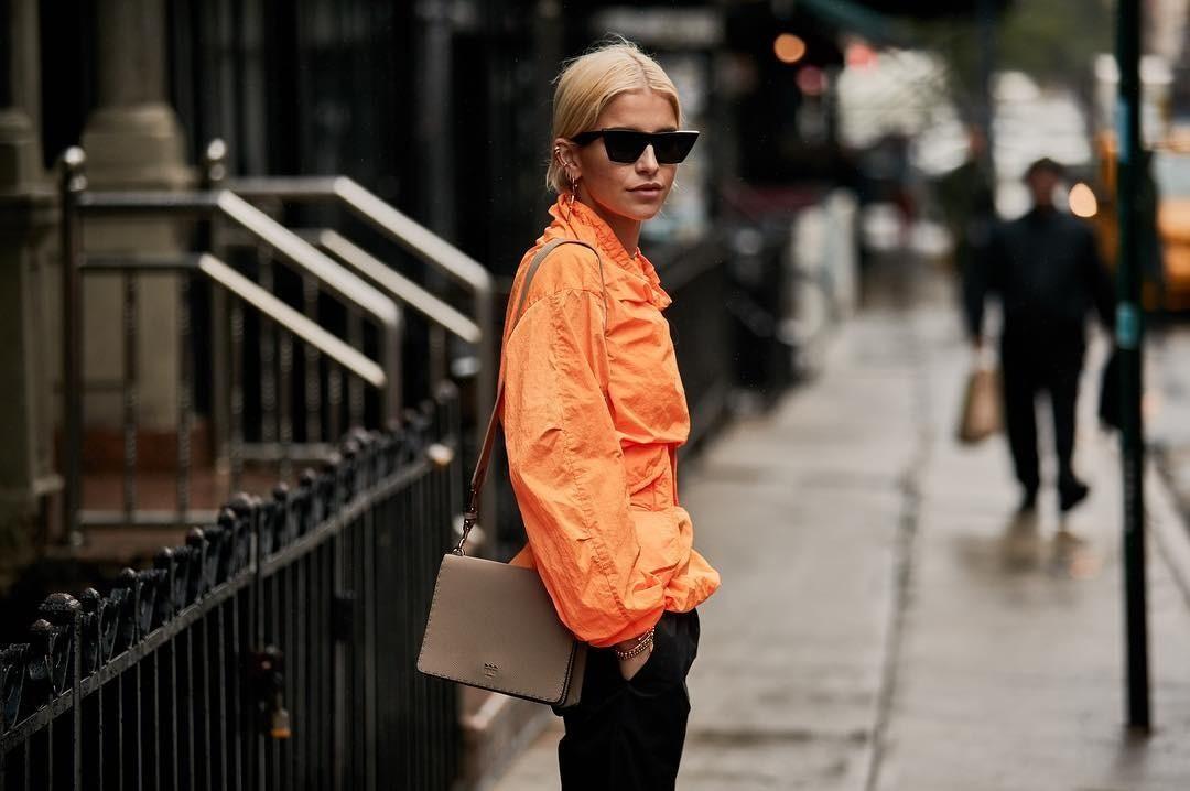 Тренд сезона: как носить оранжевый цвет