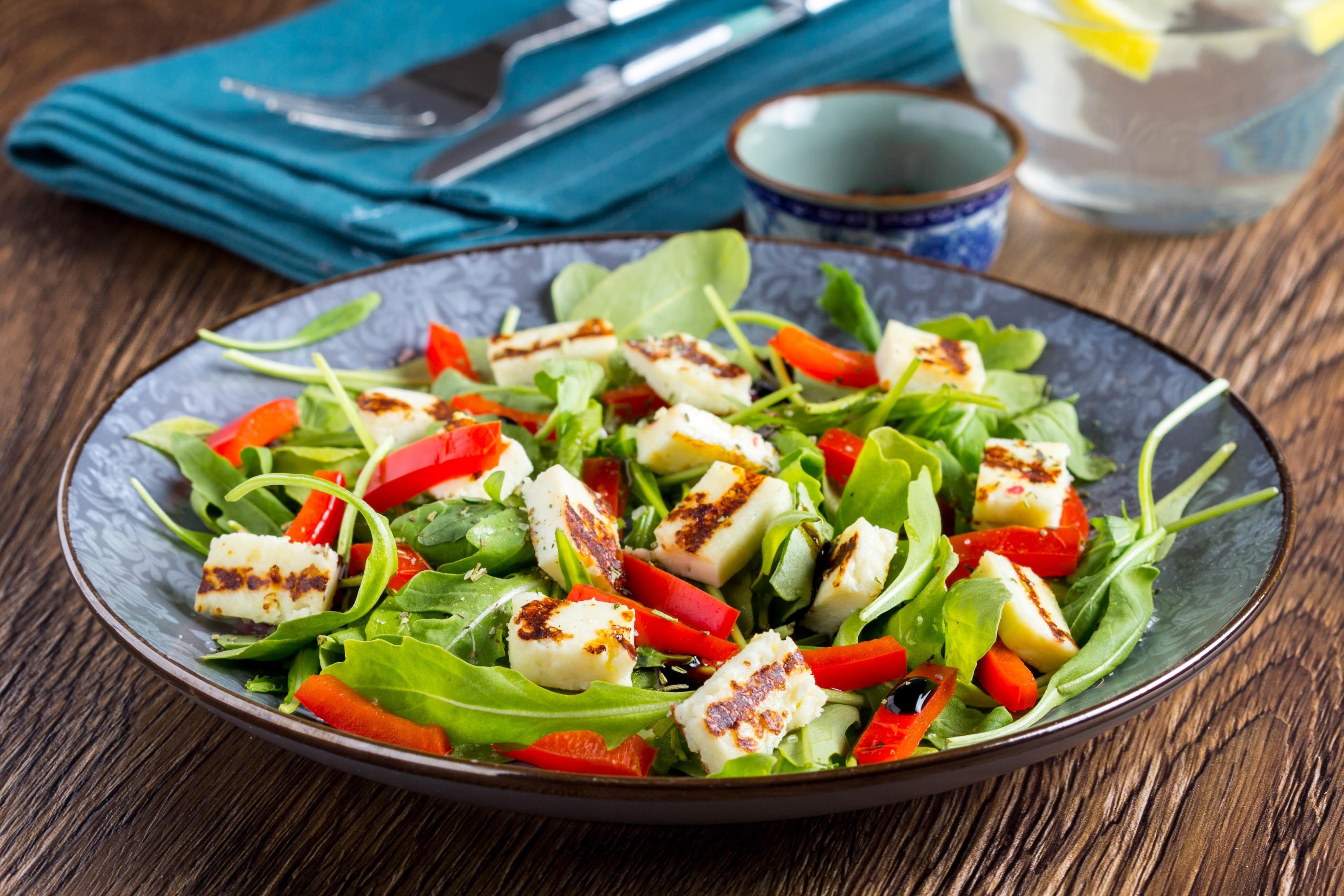 Минимум калорий: рецепт салата с печеным сладким перцем