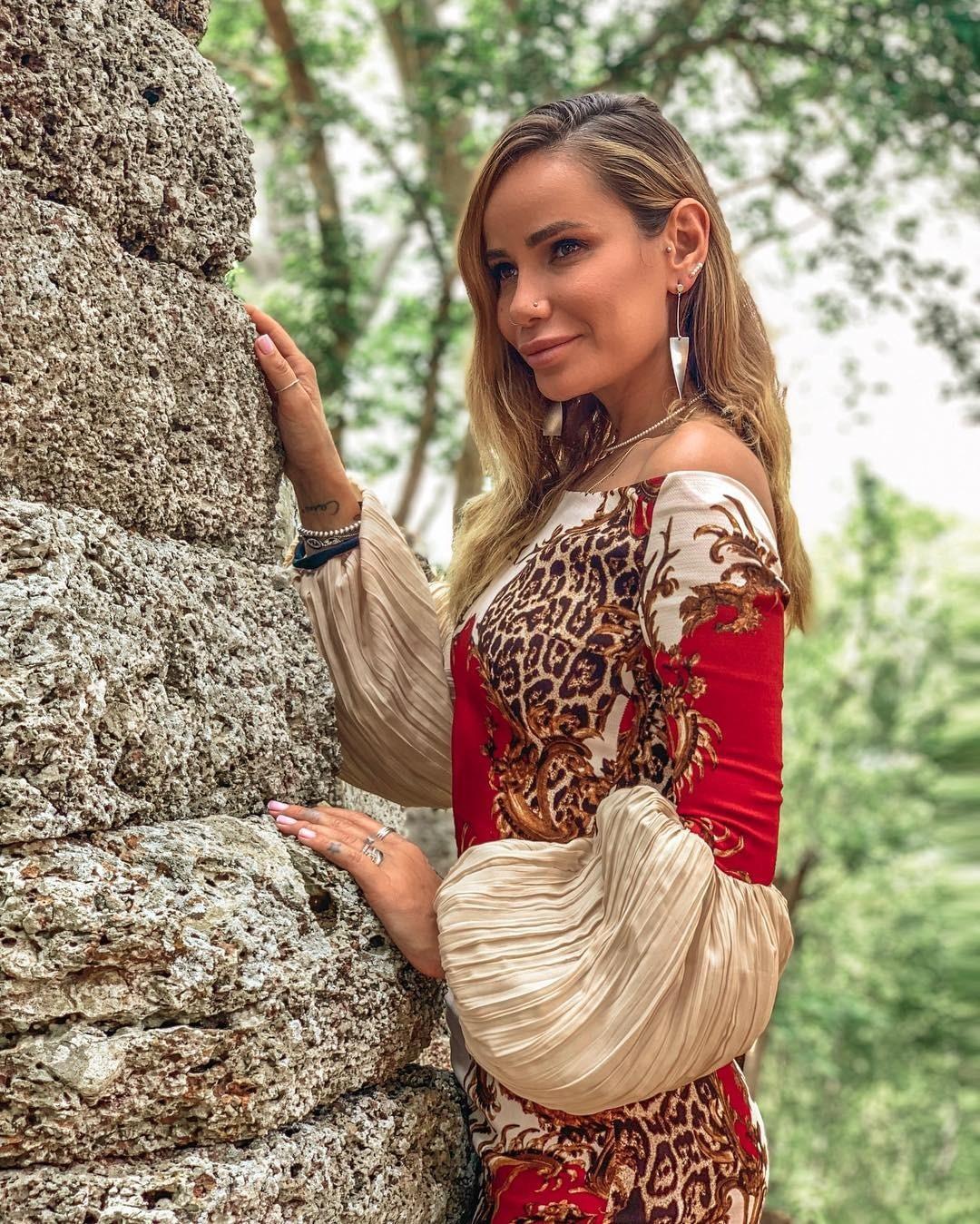 Айза Анохина обрушилась скритикой наокружение Ольги Бузовой
