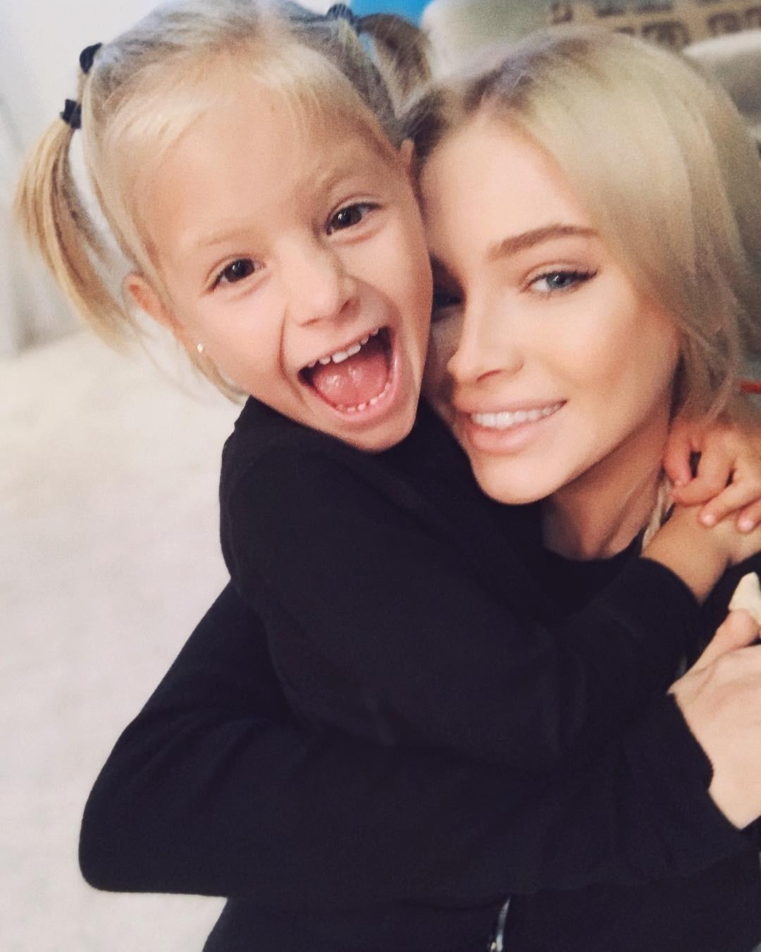 Дочка Тимати иАлены Шишковой провела забавную экскурсию поквартире