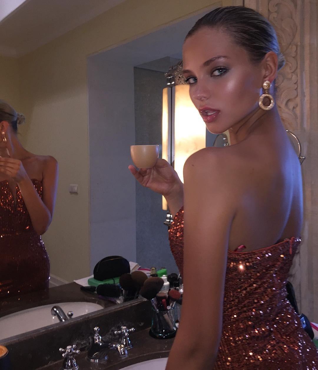 Алеся Кафельникова снялась вновой провокационной фотосессии