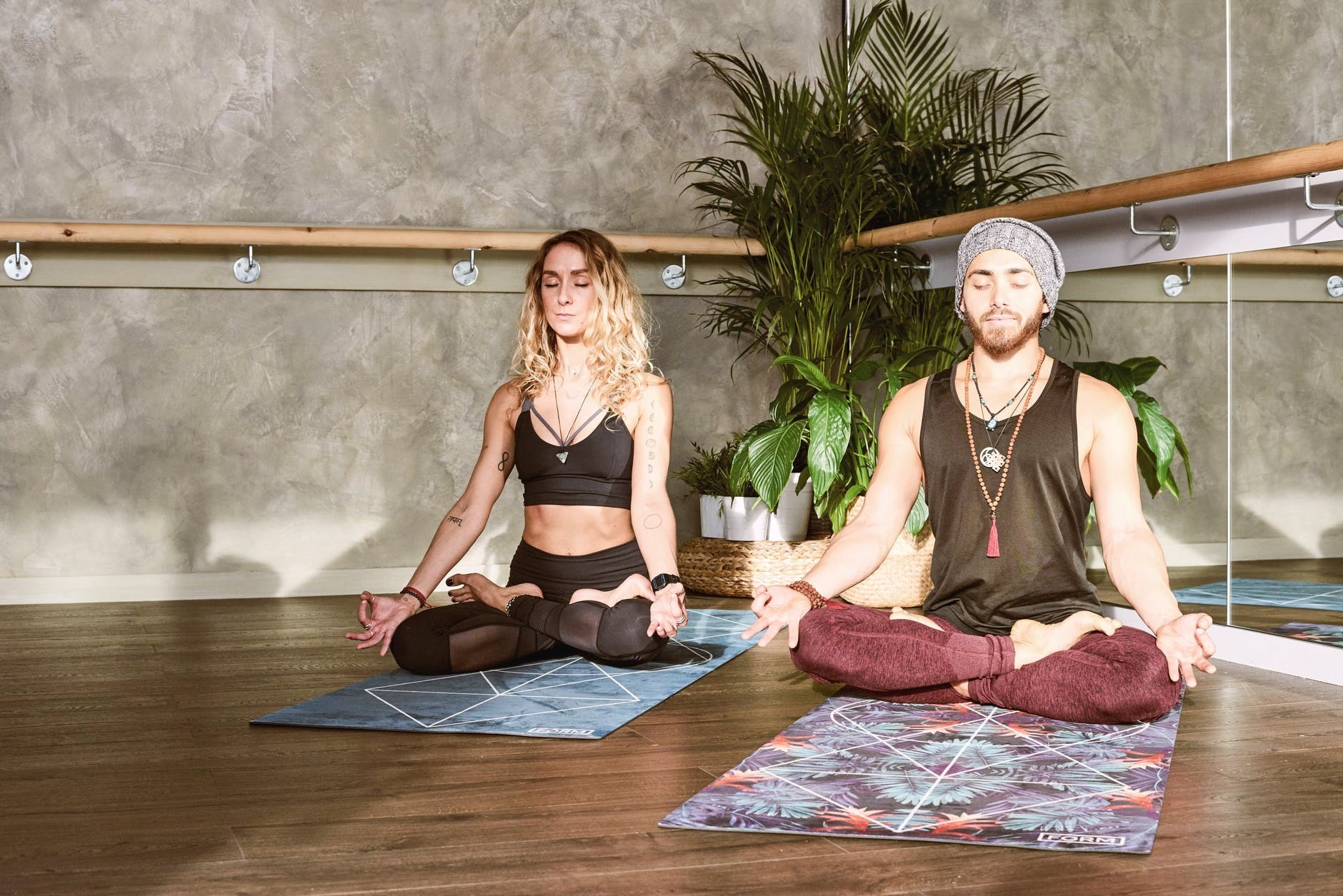 Избавляемся от боли с помощью йоги: асаны, которые реально помогают