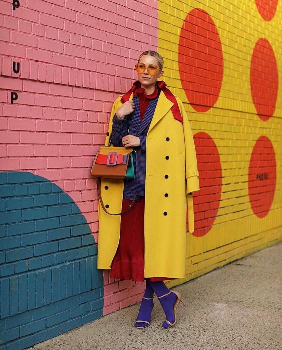 Каждая сумка имеет фирменную деталь — «пояс» с большой пряжкой. Джесси Дорси и Ваннасири Конгман сумели создать вневременной и стильный дизайн сумки среди постоянно меняющихся модных тенд...