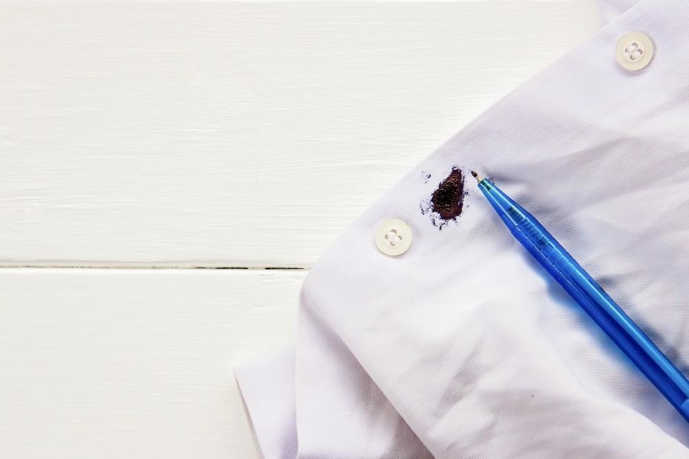 Служба спасения: как отстирать чернила с одежды (эти способы правда работают)