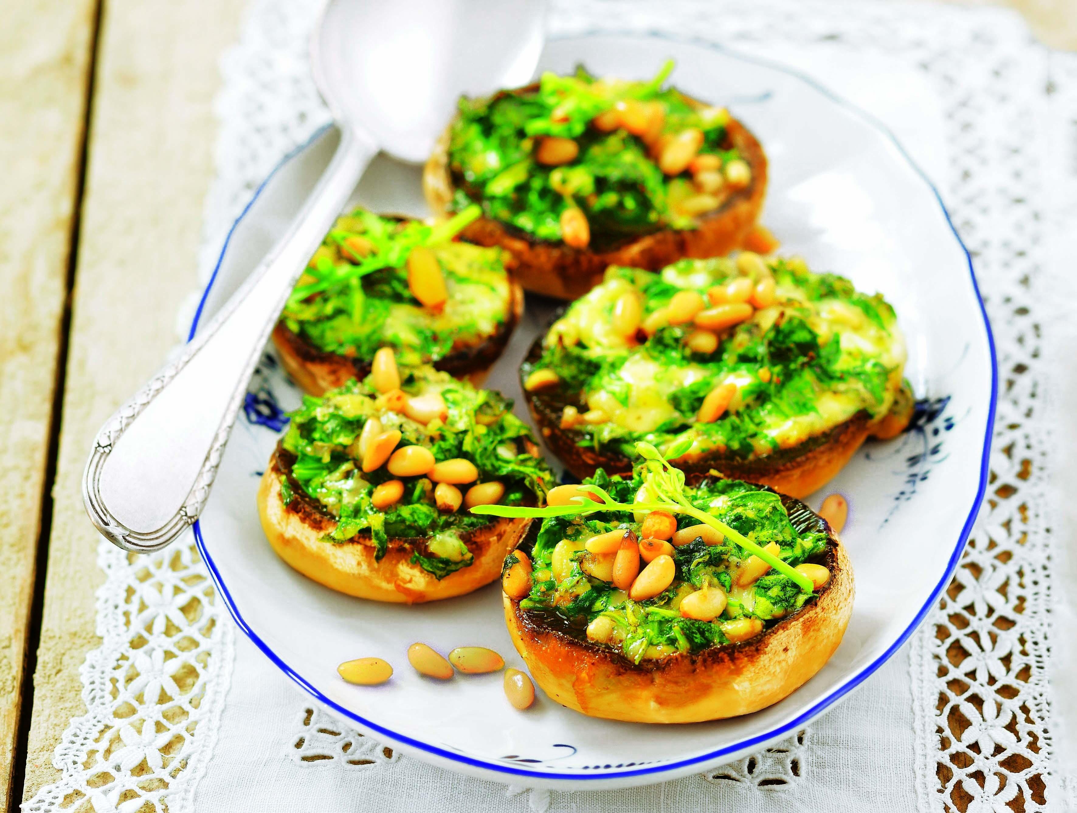 Любителям грибов: рецепт шампиньонов с сыром