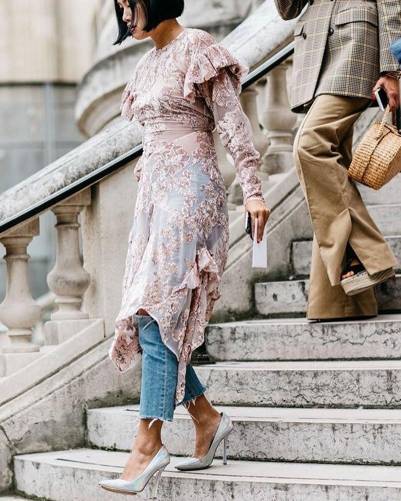 Платье и джинсы — не самое очеви...