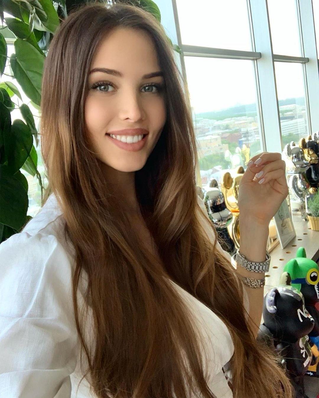 Анастасия Решетова «засветила» беременный живот