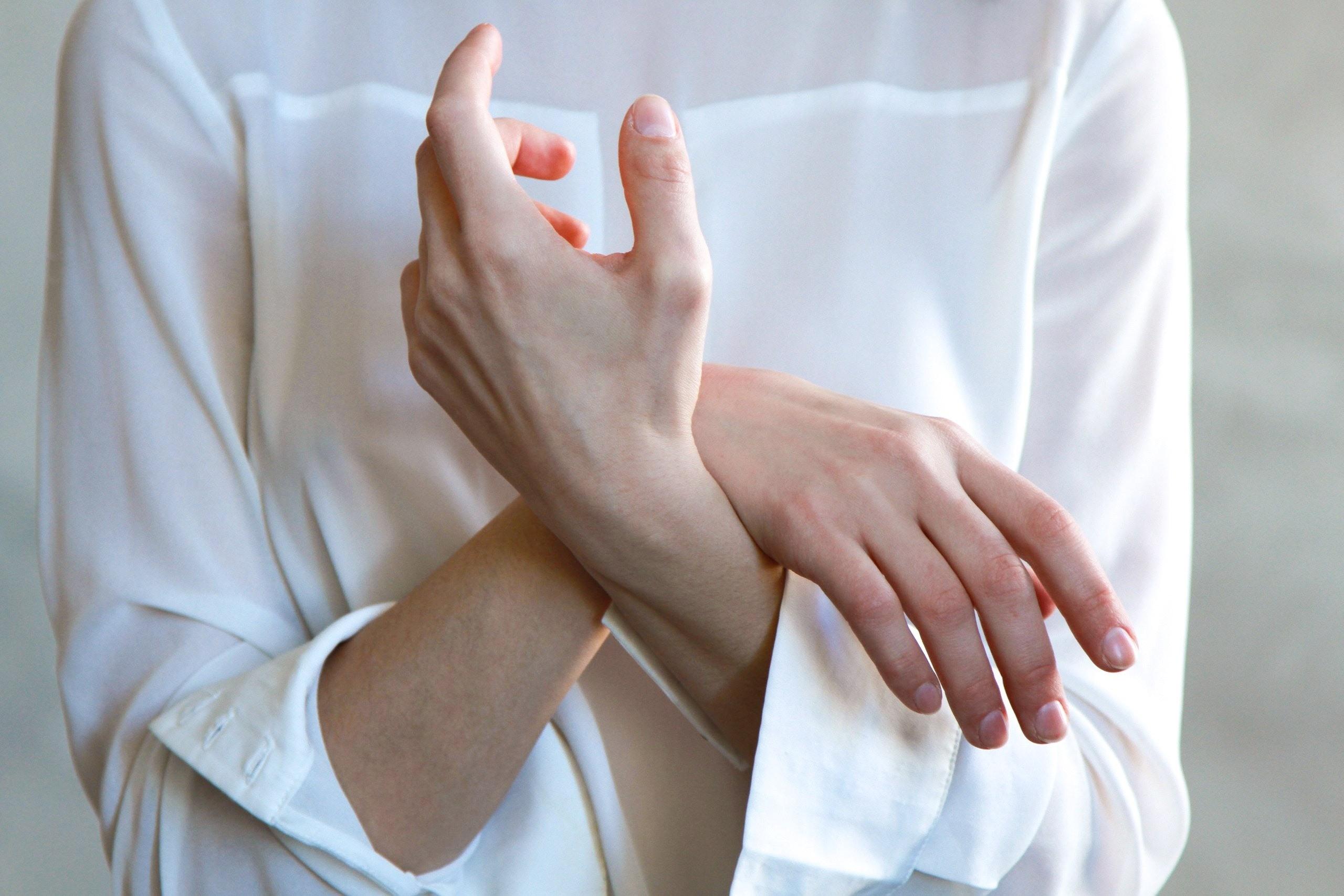 Артрит кистей и пальцев рук: симптомы и лечение
