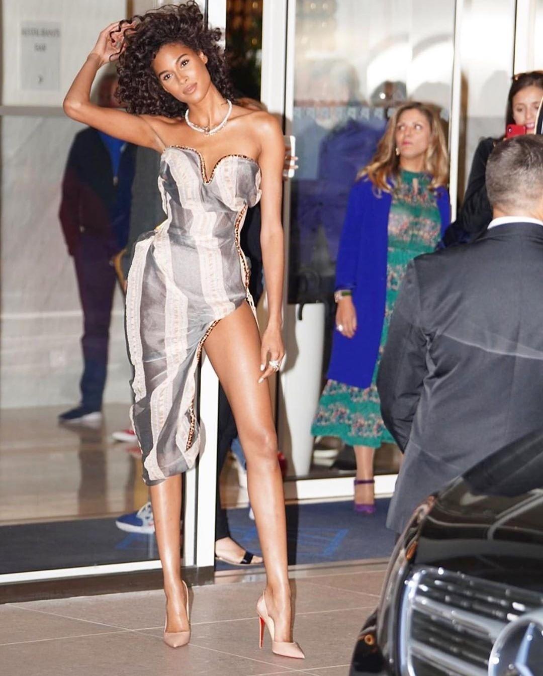 Ощущение, что платье на француз...