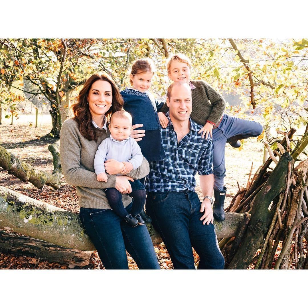 Королевская семья поделилась милыми фото принцессы Шарлотты вДень ее рождения