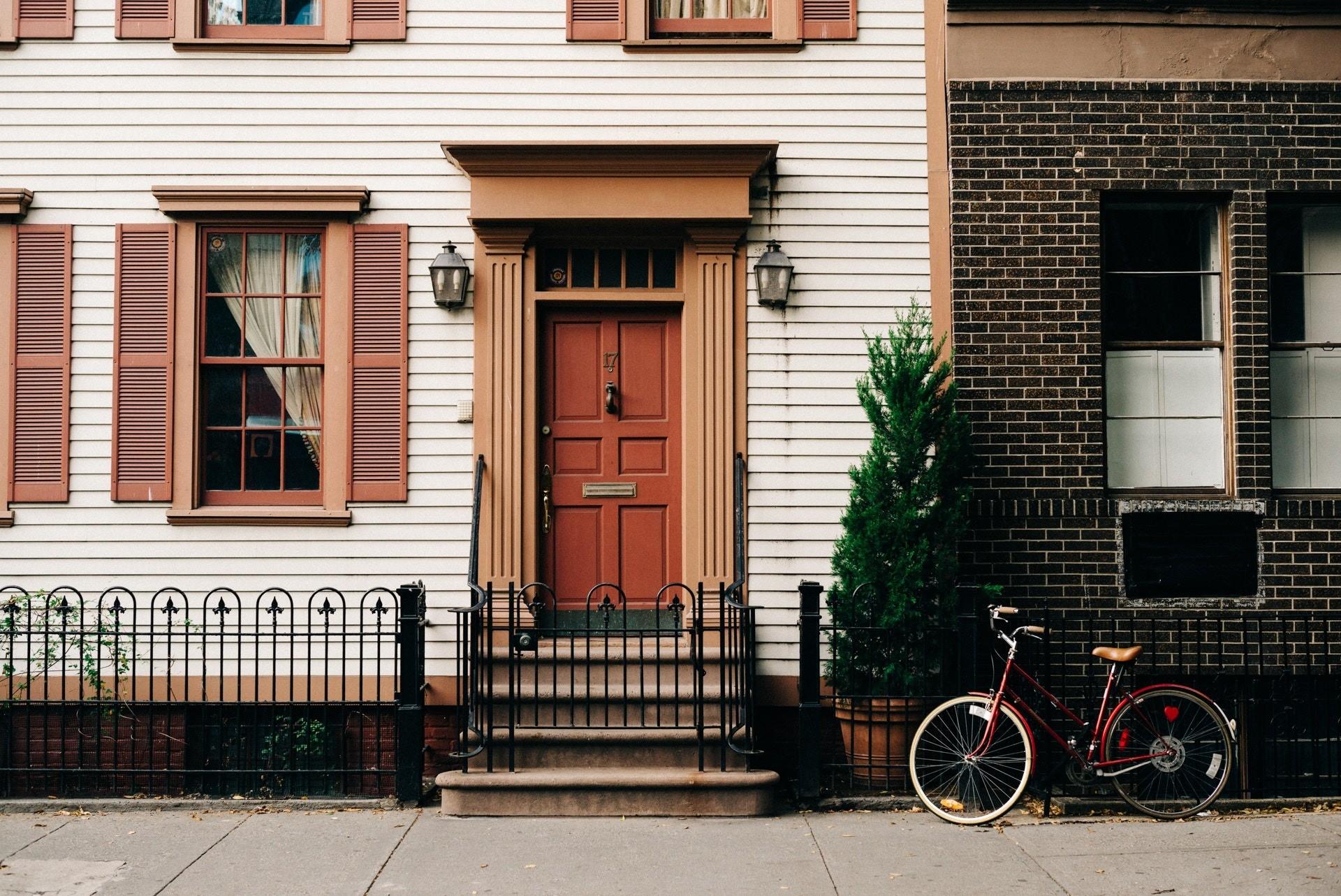 Что лучше: дом или квартира (все не так очевидно)