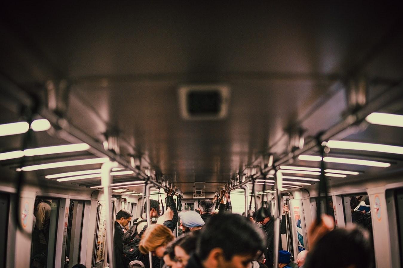 7 правил выживания в московском метро (да, мы тоже на нем ездим)