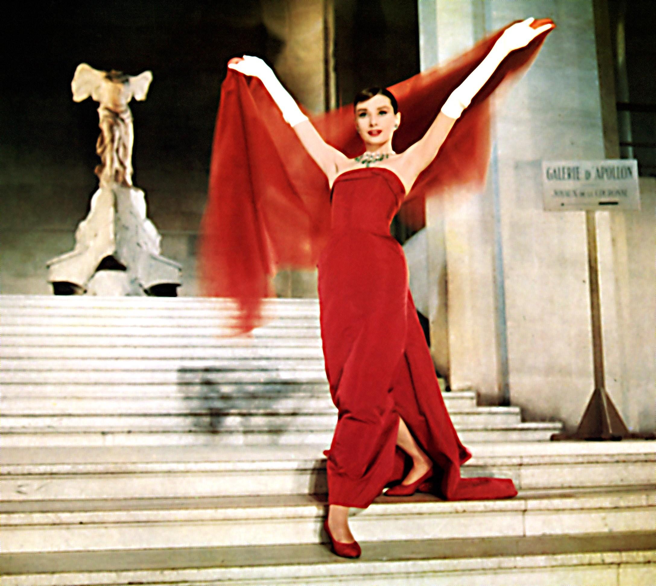 За это красное платье Юбер де Жи...