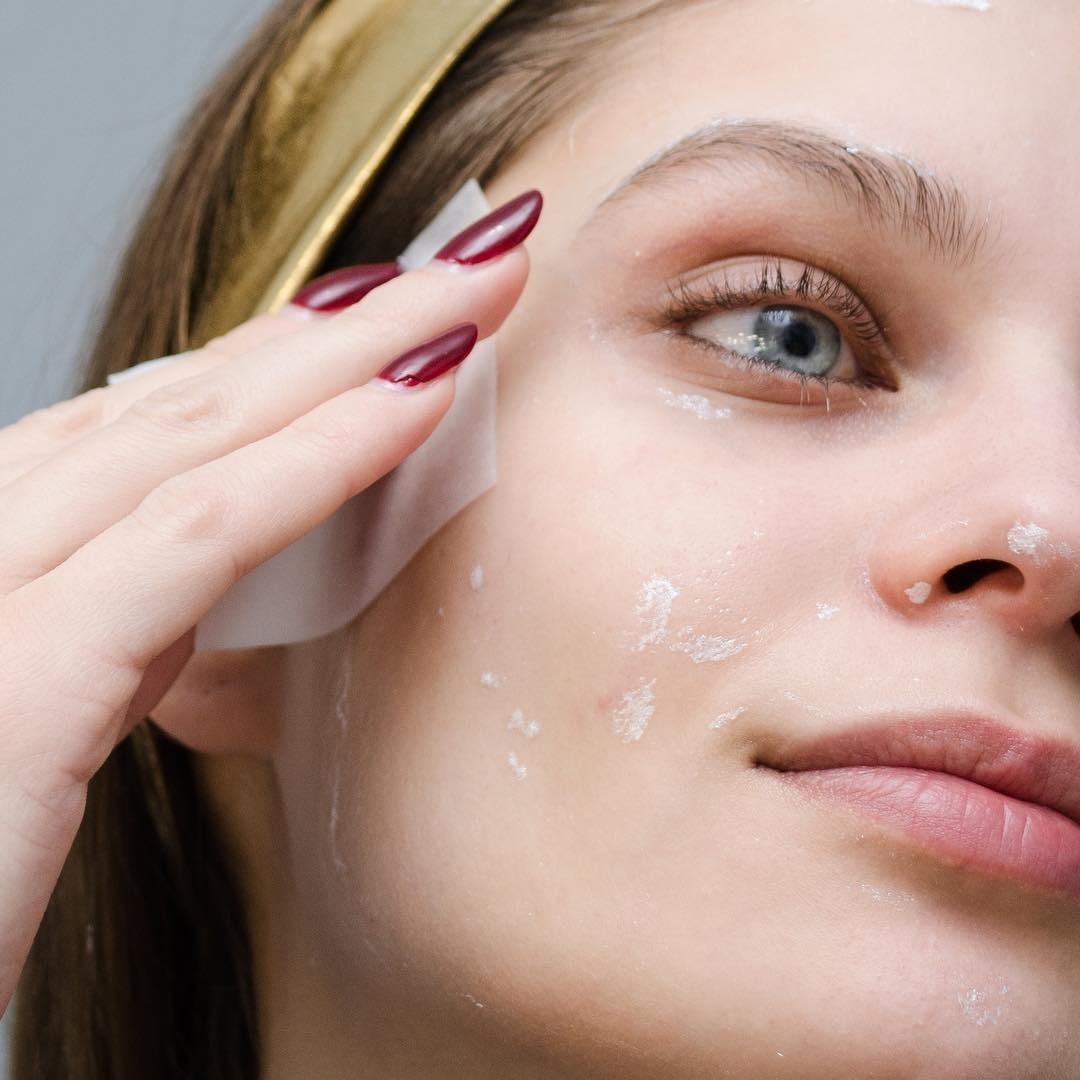 Как убрать следы от прыщей на лице: тебе понадобится всего три средства