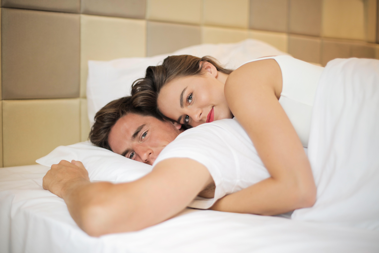 Как заставить мужчину сходить по тебе с ума: 7 правил, которые помогут