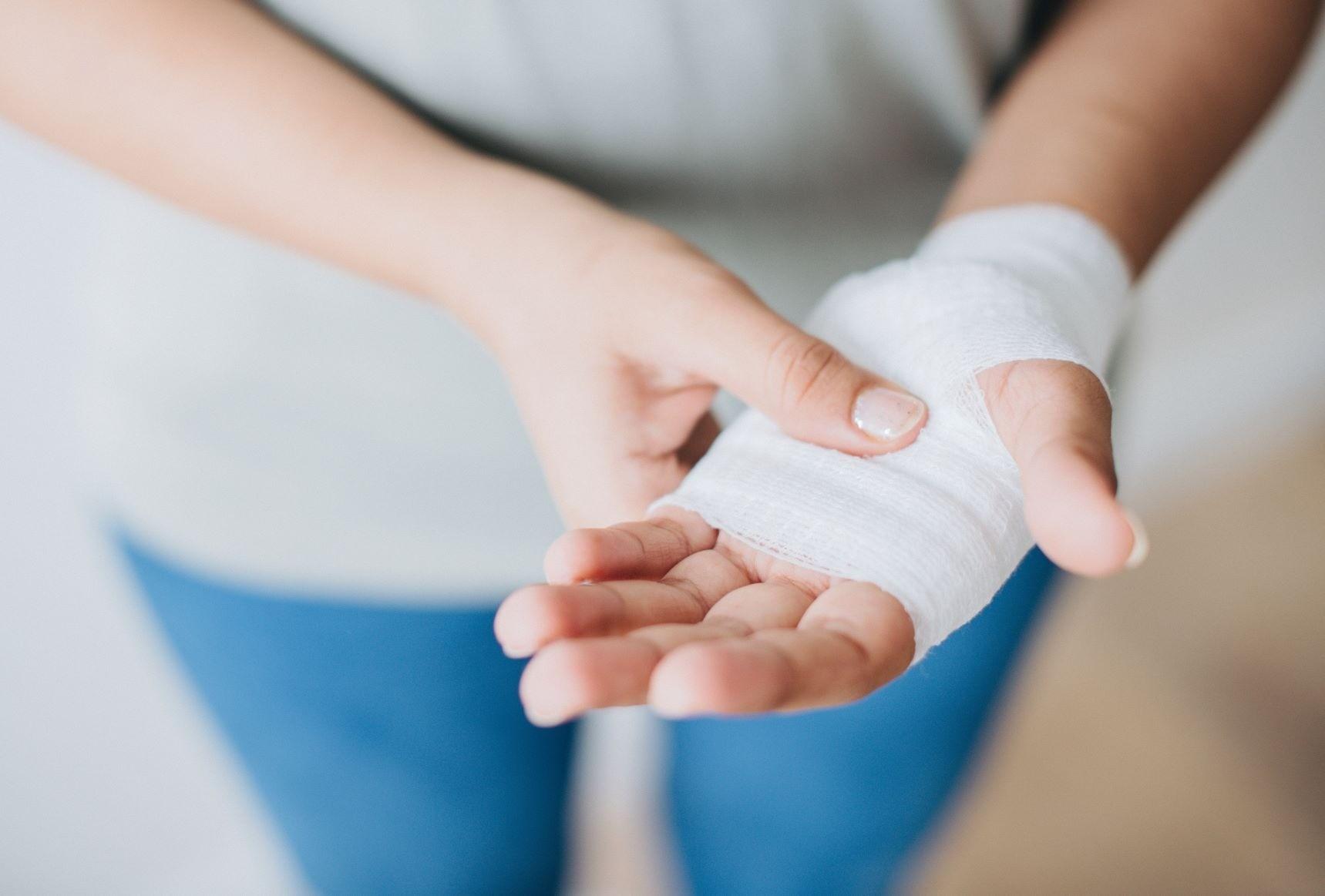 С каждым может случиться: оказание первой помощи при бытовых травмах