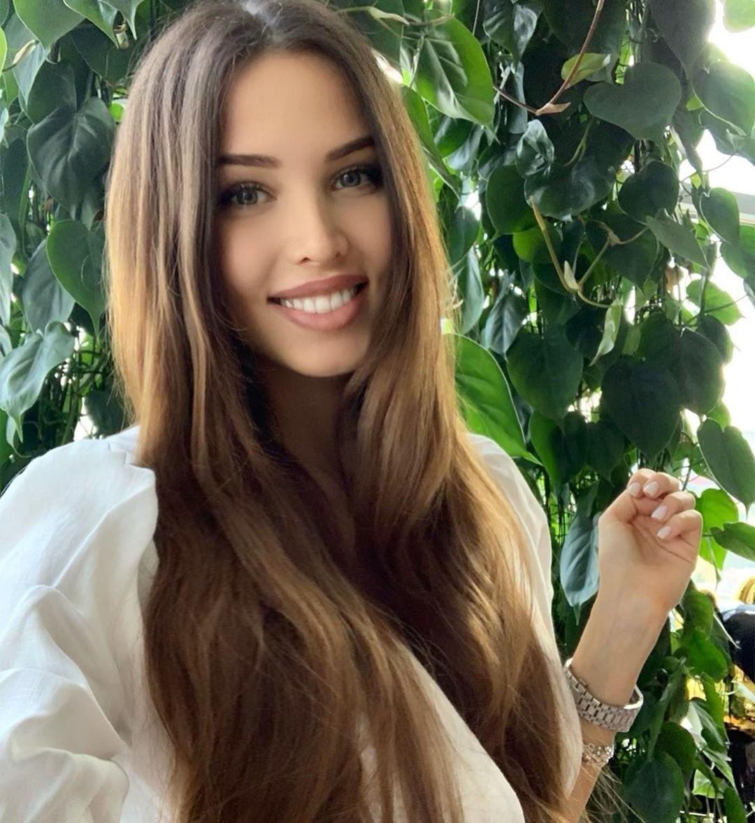 Певица Ханна рассказала, что Анастасия Решетова беременна