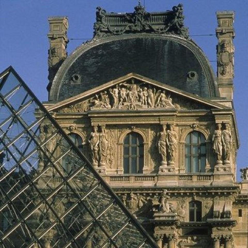 Лувр закрыли из-за забастовки работников