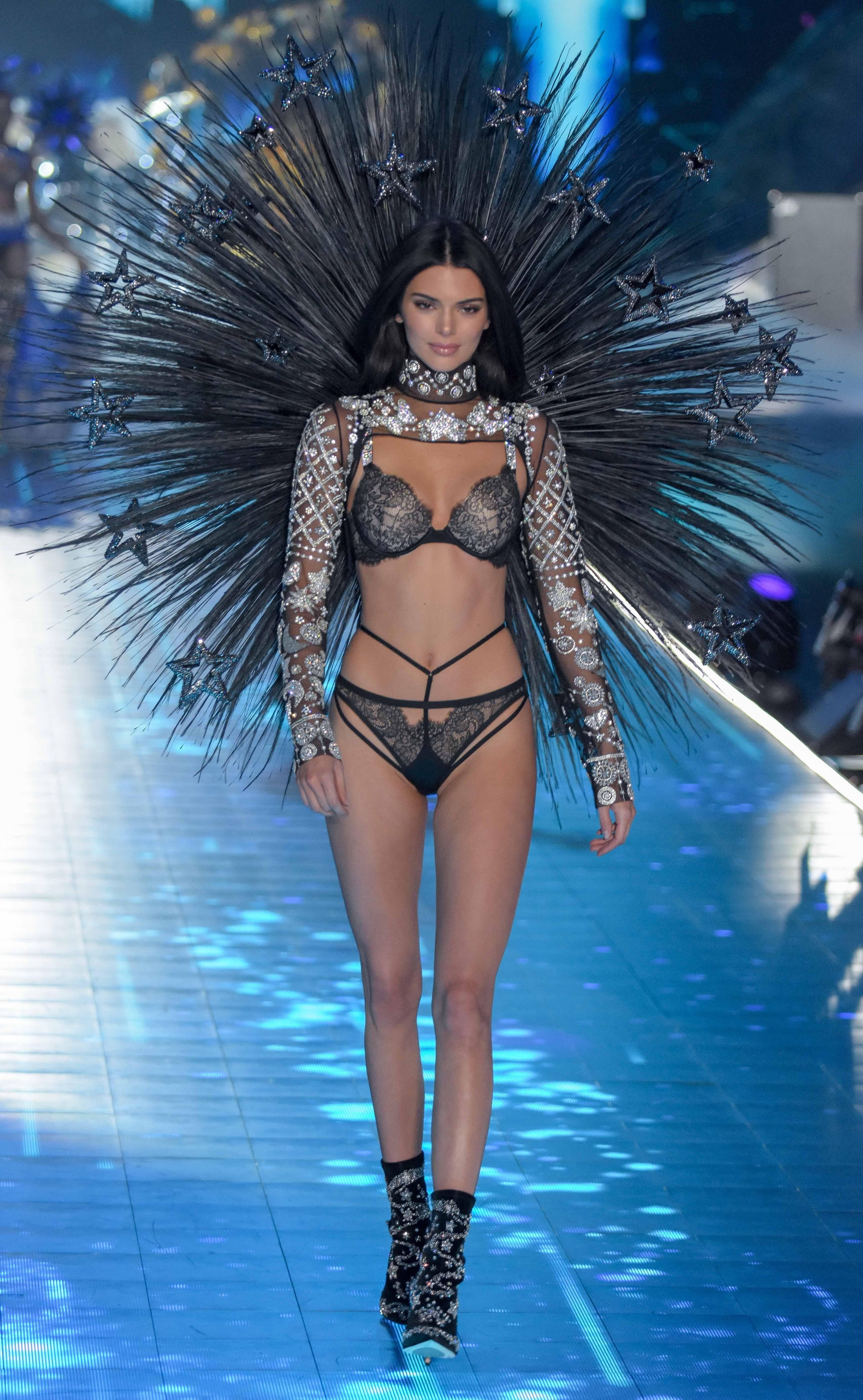 Моделей Victoria's Secret условно можно поде...