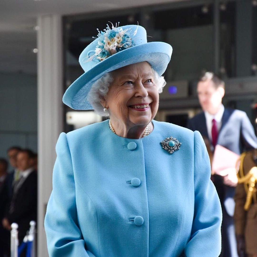 Немые послания: по каким случаям Елизавета II носит броши (и что это значит)