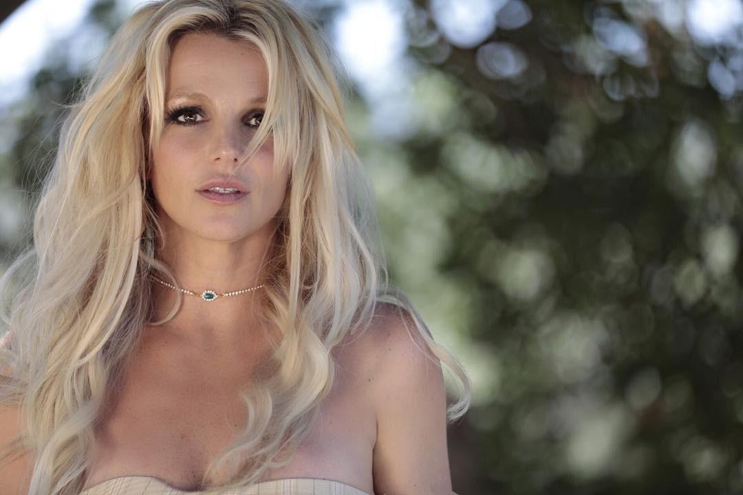Бритни Спирс опровергла слухи о рецидиве жарким фото в бикини