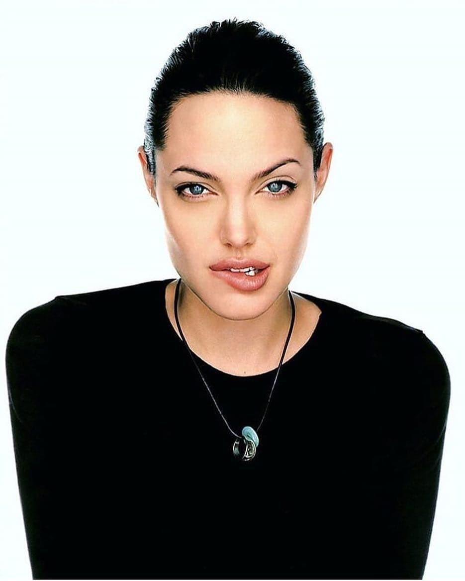 Шарлиз Терон дала комментарий по поводу вражды с Анджелиной Джоли (и обманула)