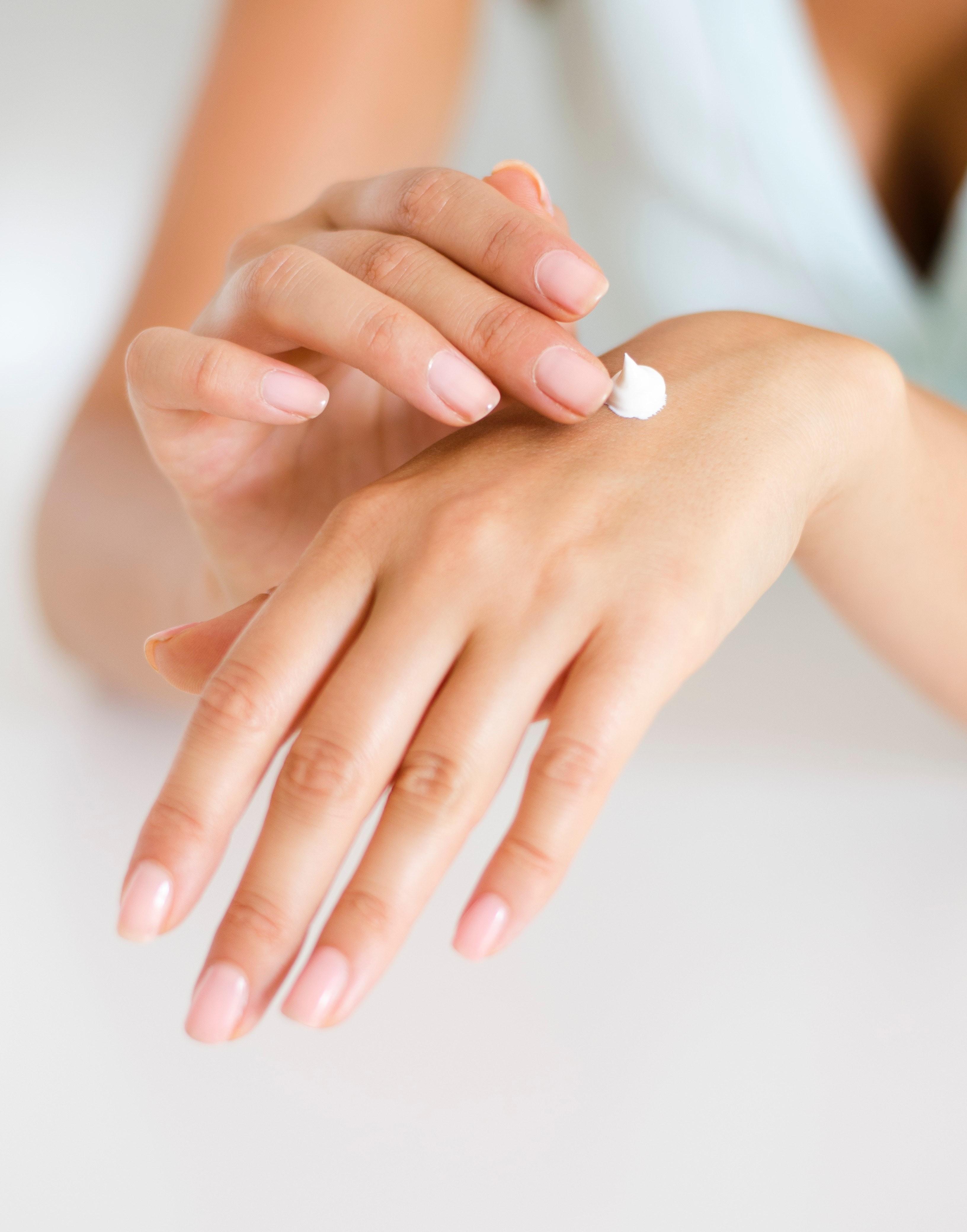 Дисгидроз кистей рук: причины и лечение