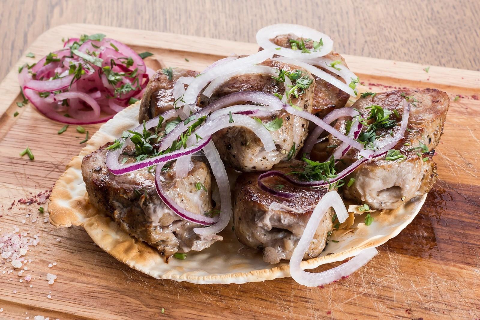 Рецепт от шефа: шашлык из белгородской свиной шеи