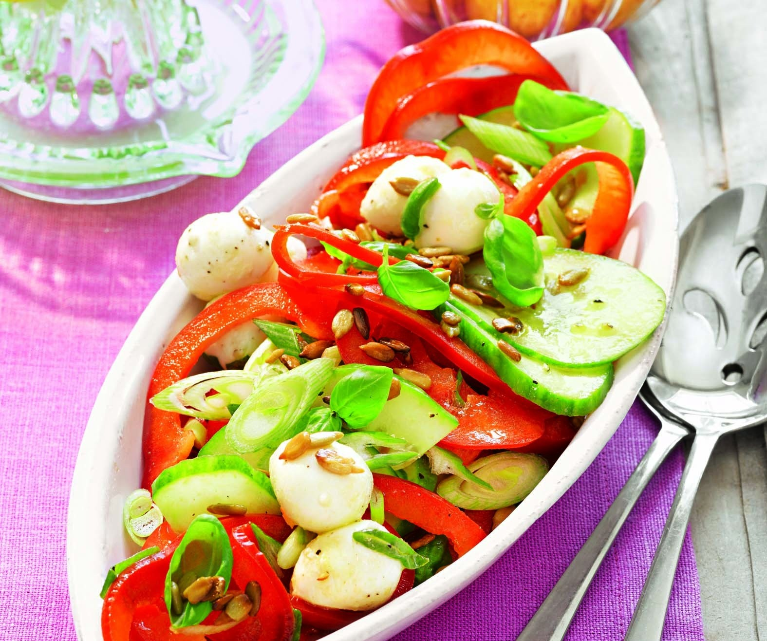 Просто, но очень вкусно: рецепт салата с моцареллой