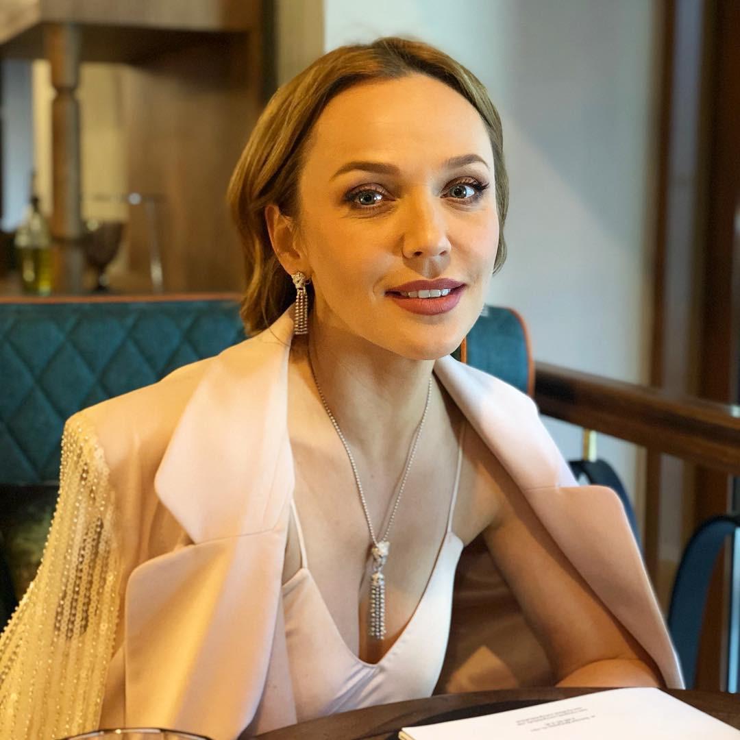 Альбина Джанабаева восхитила поклонников фото без макияжа