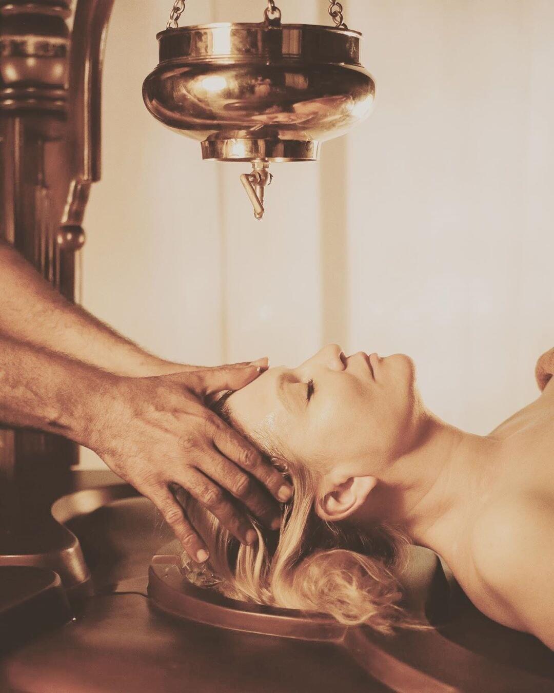 Аювердический массаж