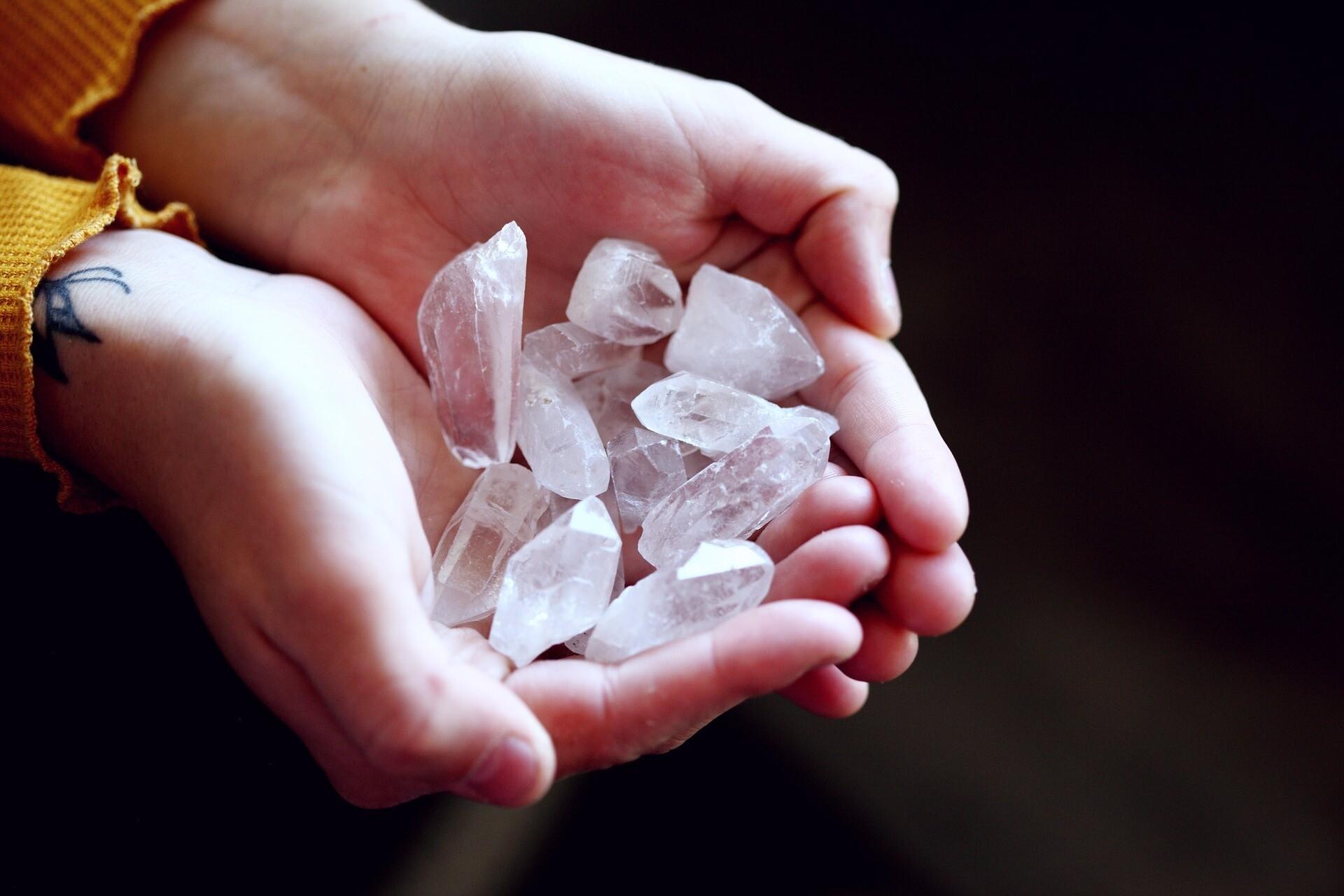 Почему мировые селебрити сходят с ума по магическим кристаллам (и как они работают)
