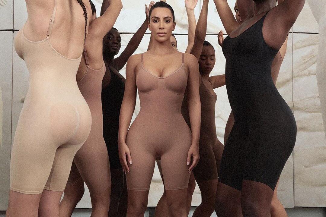 Утягивающее белье Ким Кардашьян оскорбило японцев