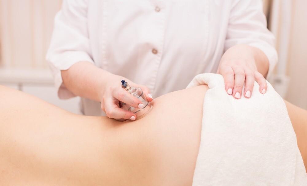 Антицеллюлитный массаж банками: дичь или помогает