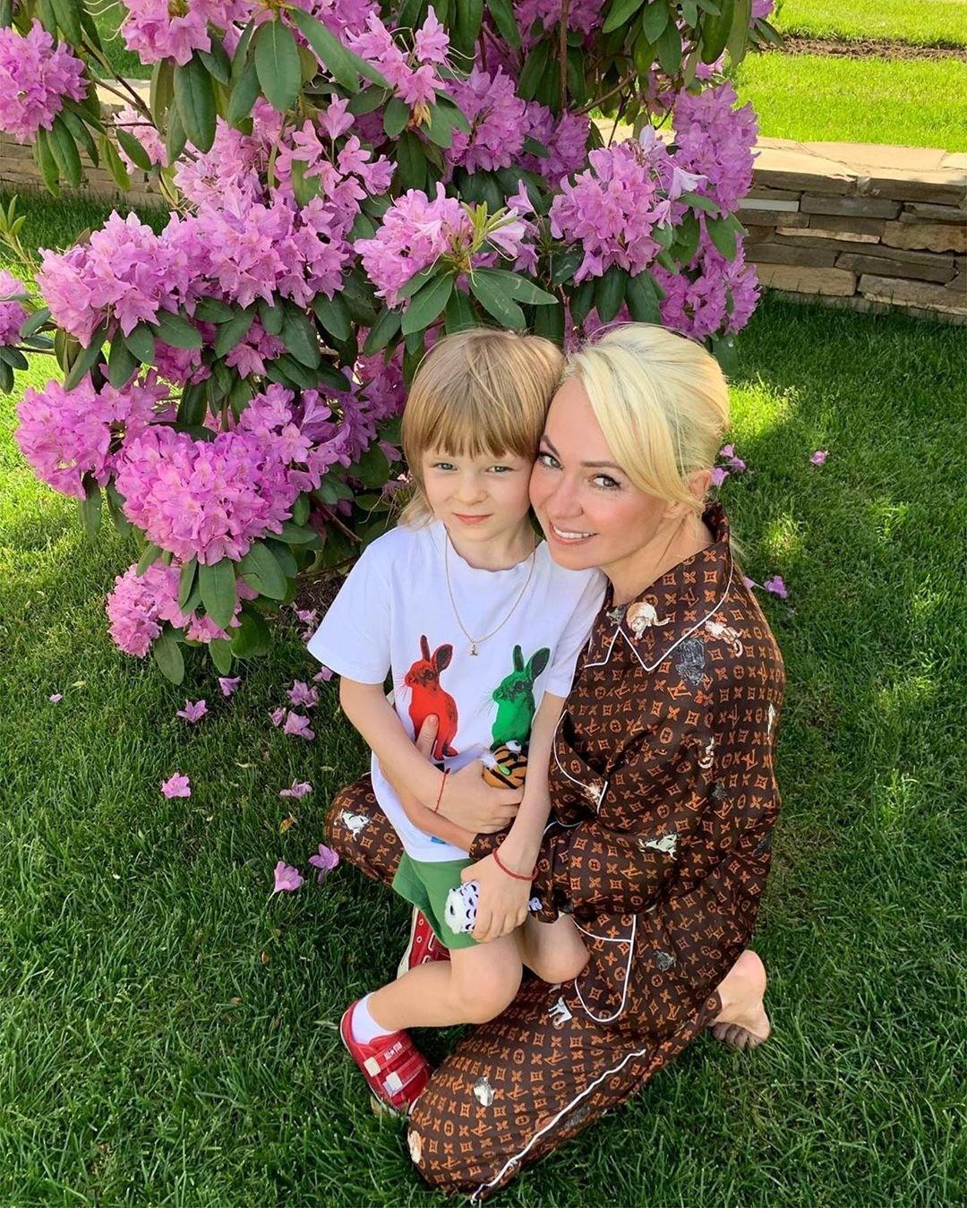 Яна Рудковская втянула сына в свой конфликт с подписчиками
