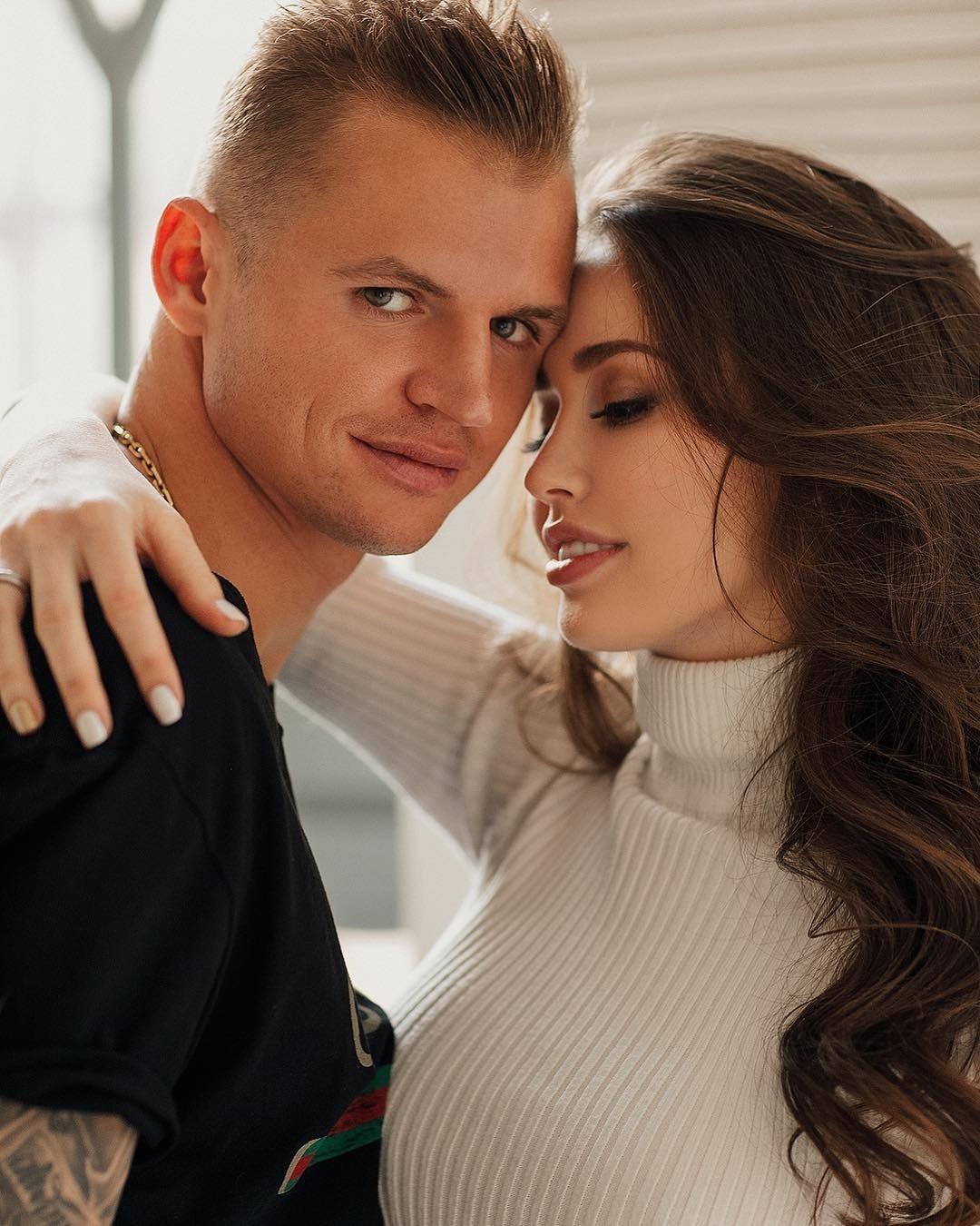 Дмитрий Тарасов и Анастасия Костенко поехали в отпуск со старшей дочкой футболиста