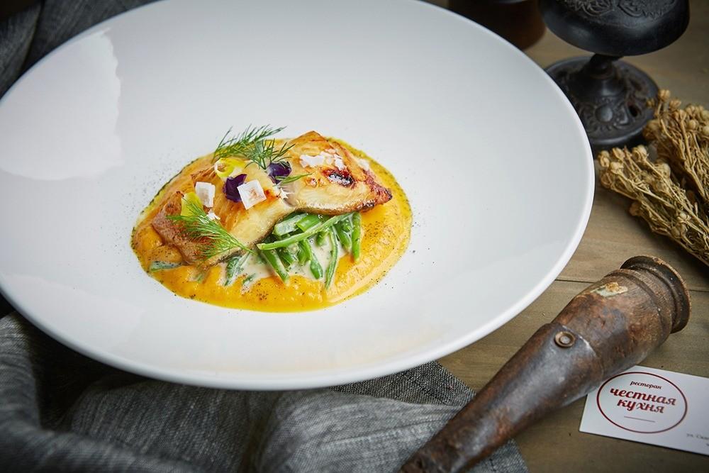 Рецепт от шефа: беломорский палтус с салатом из хрустящей фасоли