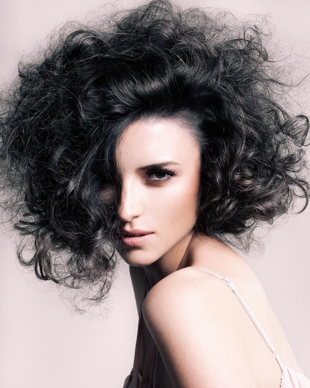 Надо больше: 8 модных стрижек на тонкие волосы, придающих объем