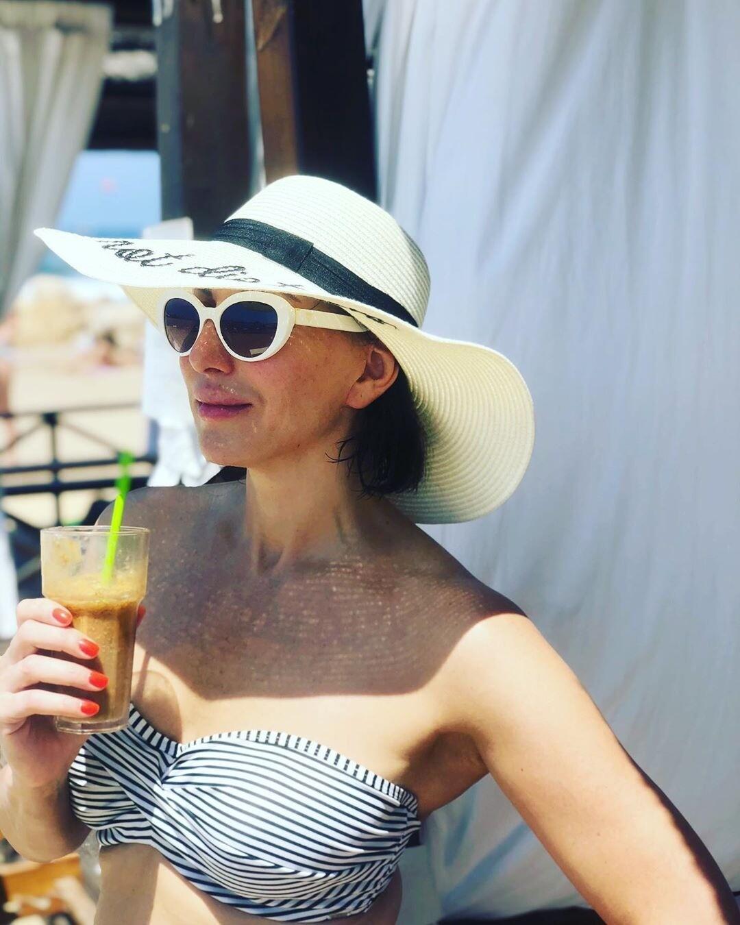 51-летняя Алика Смехова показала фигуру в купальнике