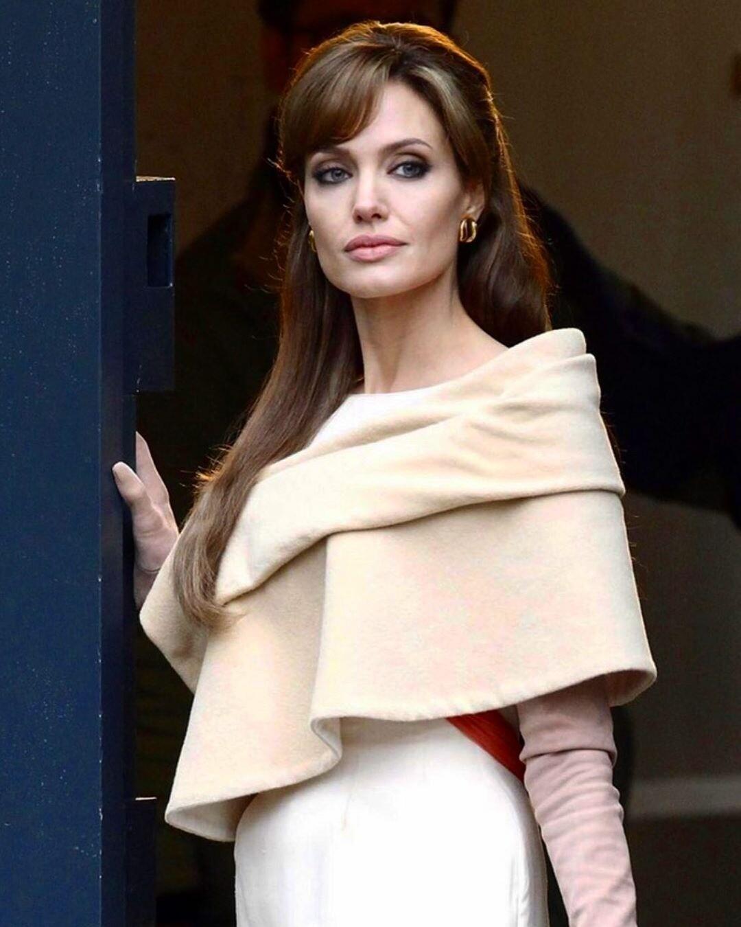 Анджелина Джоли в бешенстве от примирения Питта и Энистон