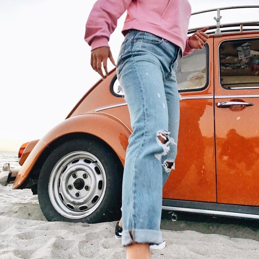 В одно время рваные джинсы проп...