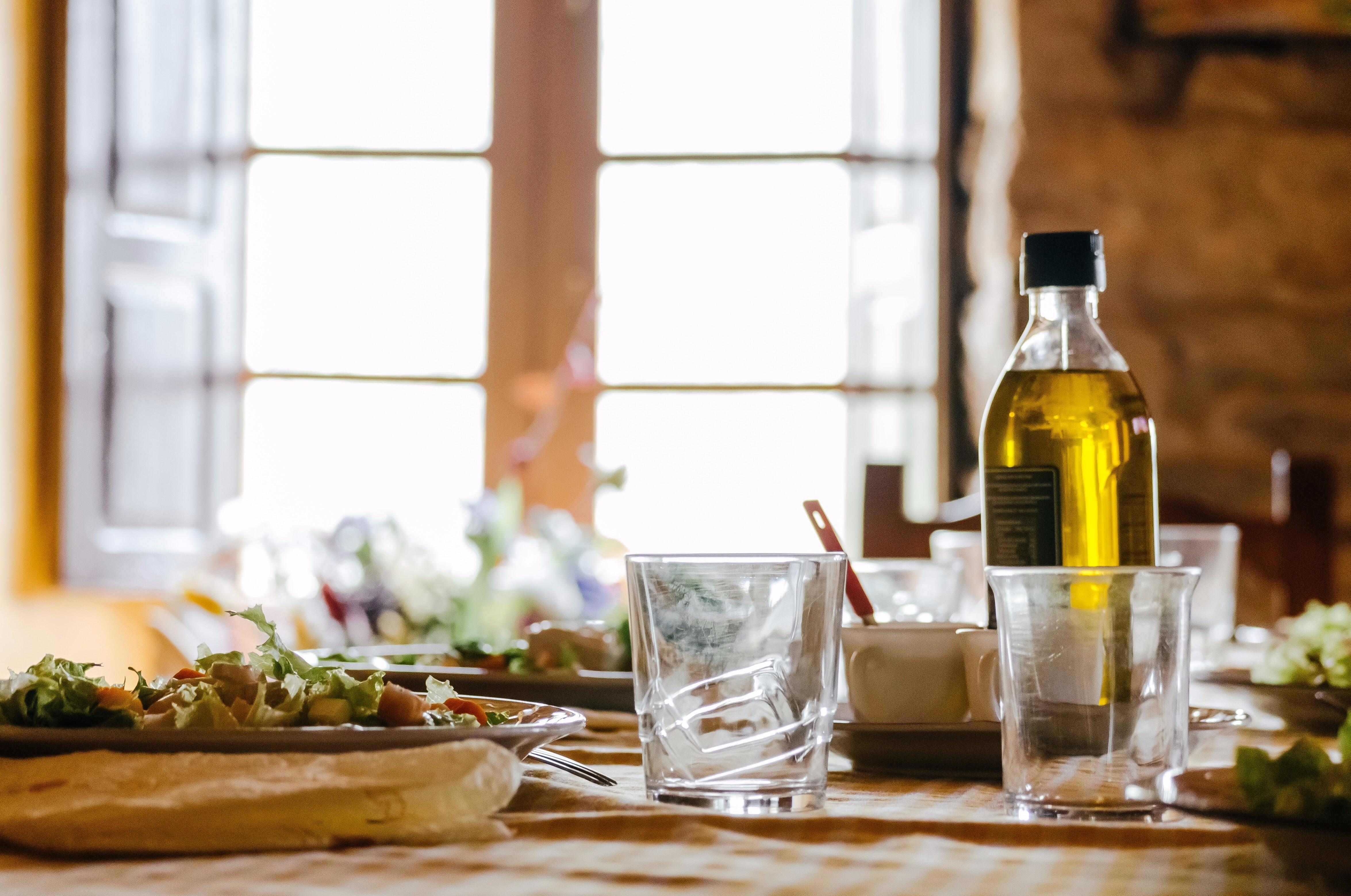 Масло для салатов: какое лучше, чтобы не сорваться с диеты