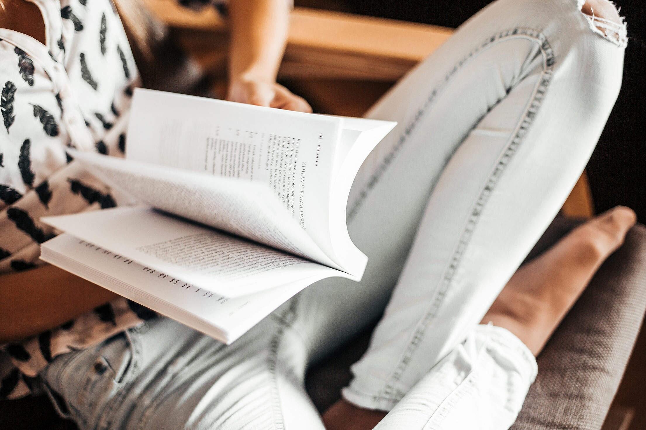 10 книг по психологии, которые стоит прочитать, чтобы стать счастливой