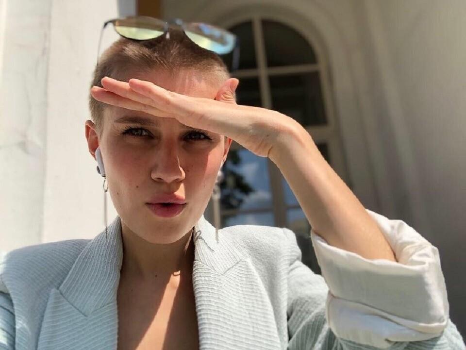 Актрису Дарью Мельникову на фото в купальнике сравнили с мальчиком