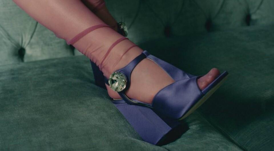 Босоножки с носками и колготками: как следовать этому тренду и не выглядеть убого