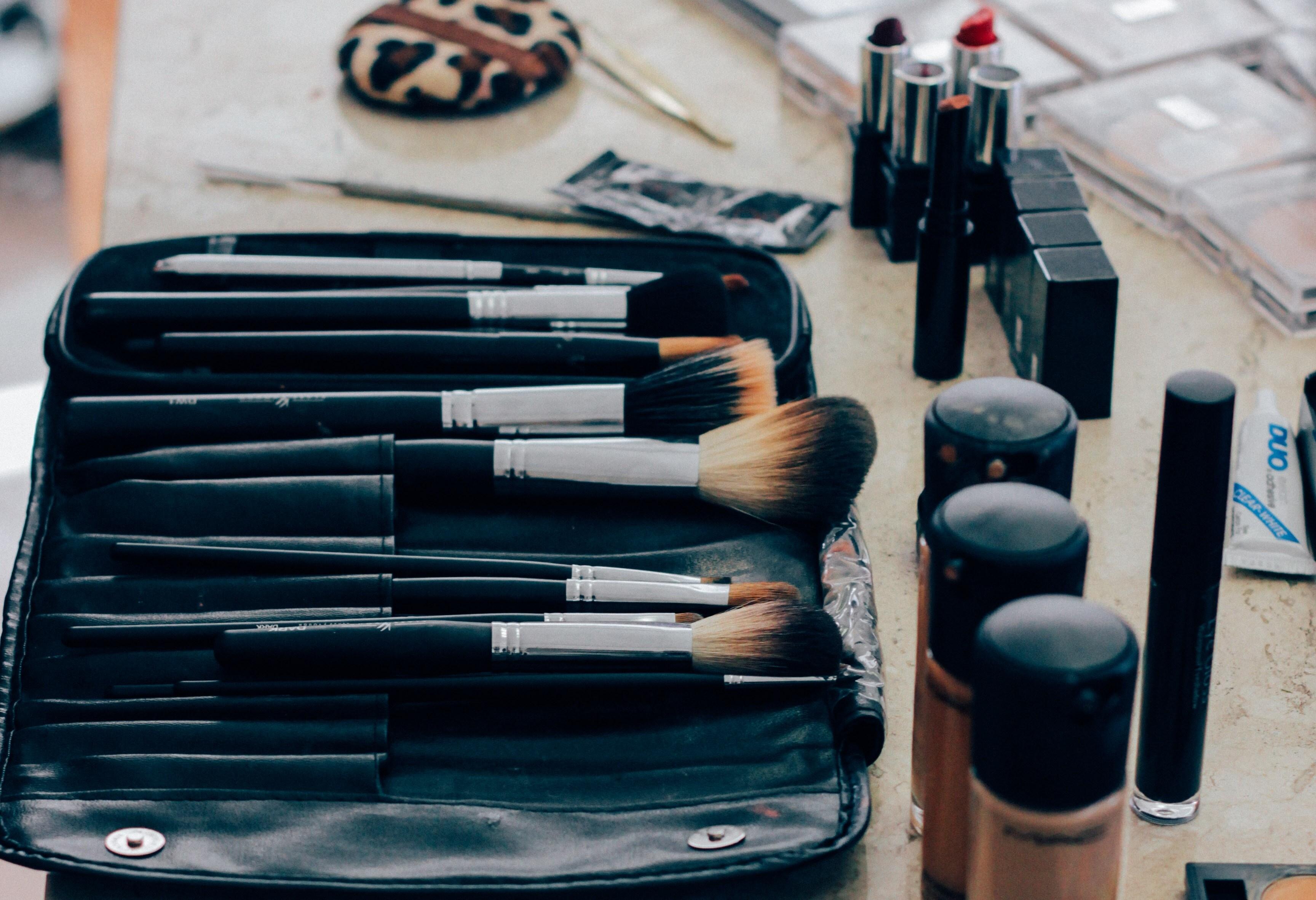 Спросили визажиста: какие кисти для макияжа должны быть дома у каждой девушки