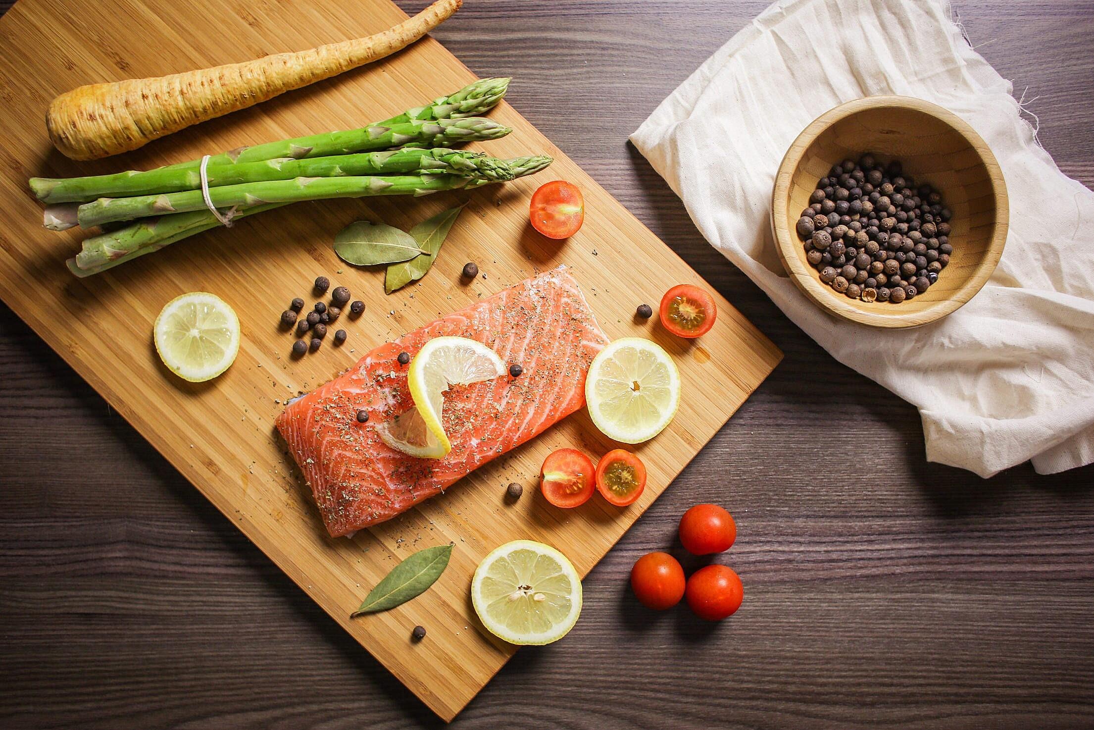 Кетогенная диета: можно есть много (но худеть)