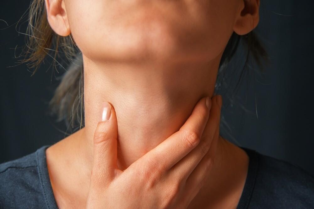 Как быстро вылечить горло: ингаляции, полоскания и еще 13 эффективных методов