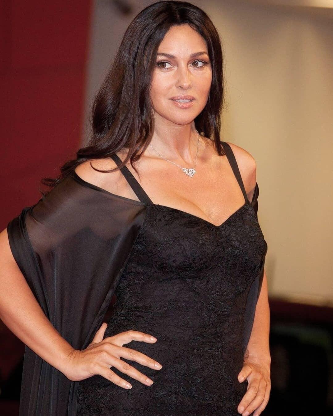 Моника Беллуччи показала фигуру в купальнике (не верим, что ей 54)